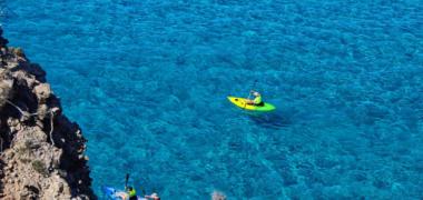 Milos: Kayaking Tour to Tsigrado and Gerakas Beach